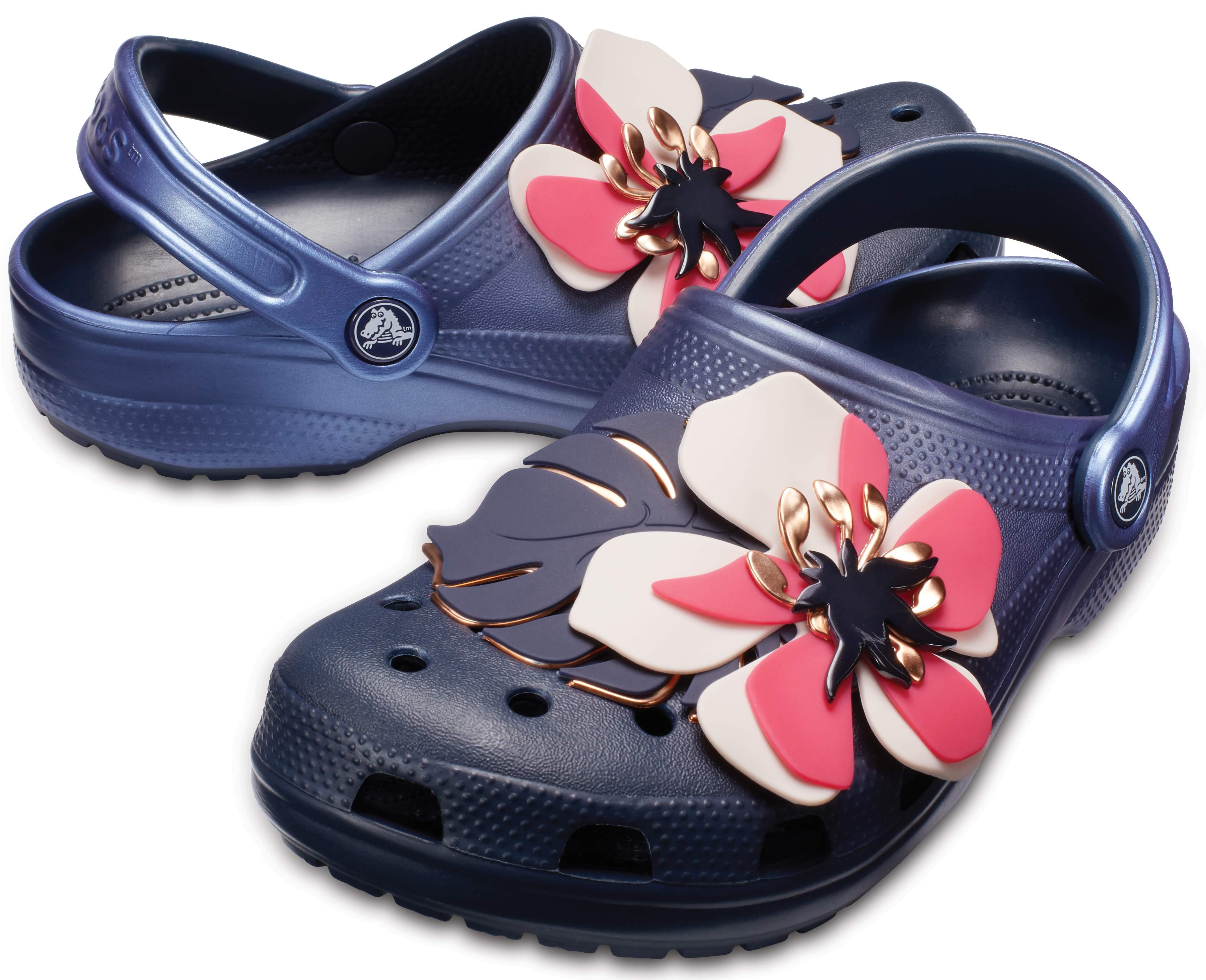 【クロックス公式】 クラシック ボタニカル フローラル クロッグ Classic Botanical Floral Clog ユニセックス、メンズ、レディース、男女兼用 ブルー/青 22cm,23cm clog クロッグ サンダル 30%OFF