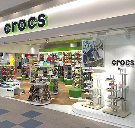Crocs storefront. Your local Shoe Store in 神奈川県, .