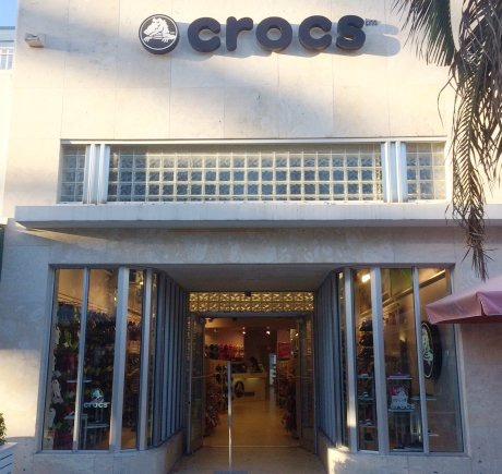 Crocs storefront. Your local Shoe Store in Miami Beach, FL.