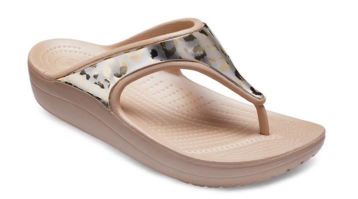 Crocs Gold / Gold Women's Crocs Sloane Metallic Graphic Flips Shoes
