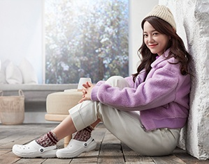 Kim Sejeong wearing Classic Lined Clogs in White/Grey.