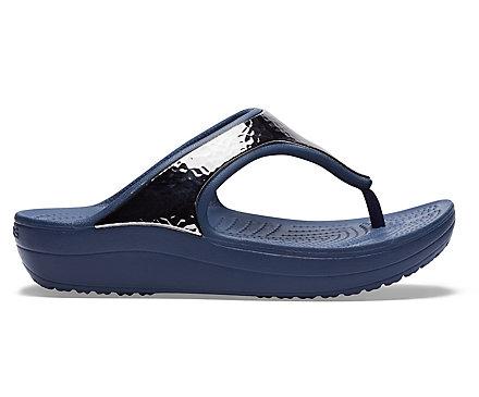a4ebf53a26de77 Women s Crocs Sloane Hammered Metallic Flip - Crocs