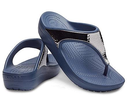 700e15b55be944 Women s Crocs Sloane Hammered Metallic Flip - Crocs